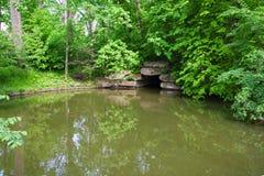 Ajardinando com lagoas, arboreto Sofievka Imagem de Stock Royalty Free