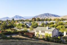 Ajardinando a opinião San Louise Obispo, Califórnia, EUA Imagens de Stock