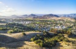 Ajardinando a opinião San Louise Obispo, Califórnia, EUA Foto de Stock