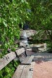 Ajardinar com cachoeira Fotos de Stock