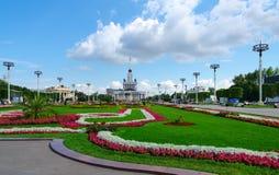 Ajardinar do centro de exposição e do pavilhão principal, Moscou, Russ Fotografia de Stock
