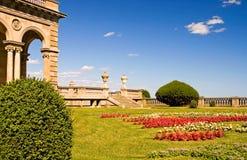 Ajardinar do pátio da mansão Imagem de Stock Royalty Free