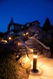 Ajardinar e arquitetura da noite Fotos de Stock Royalty Free