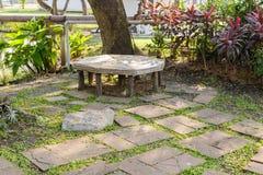 Ajardinar no jardim O trajeto no jardim Fotos de Stock Royalty Free