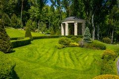 Ajardinar no jardim O trajeto no jardim Parte traseira bonita Imagem de Stock Royalty Free