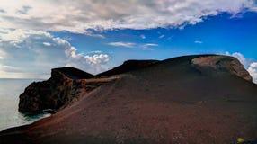 Ajardine ao caldera do vulcão de Capelinhos, Faial, Açores, Portugal Imagens de Stock