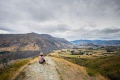 Ajardine ao lado da estrada da escala da coroa, Wanaka, Nova Zelândia Imagens de Stock Royalty Free