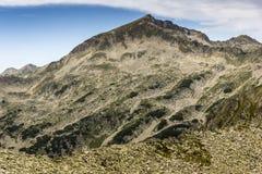 Ajardine ao pico de Kamenitsa do pico de Dzhano, montanha de Pirin, Bulgária Imagens de Stock Royalty Free