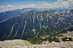 Ajardine ao pico de Vihren, montanha de Todorka de Pirin Fotografia de Stock