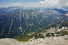 Ajardine aos montes verdes do pico de Vihren, montanha de Todorka de Pirin Imagem de Stock Royalty Free