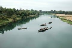 Ajardine, barco de fileira, rio, Vietname pobre Imagens de Stock