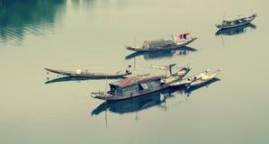 Ajardine, barco de fileira, rio, Vietname pobre Fotos de Stock