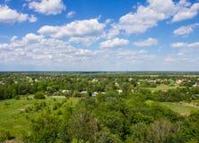 Ajardine, campo e floresta com uma altura Fundo Fotos de Stock
