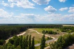 Ajardine, campo e floresta com uma altura Fundo Imagem de Stock