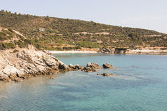 Ajardine com água e as rochas - Mar Egeu, Grécia Fotografia de Stock Royalty Free