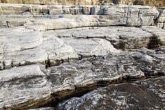 Ajardine com água e as rochas na ilha de Thassos, Grécia Fotografia de Stock