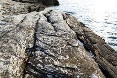 Ajardine com água e as rochas na ilha de Thassos, Grécia, ao lado da associação natural chamada Giola Fotografia de Stock Royalty Free