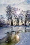 Ajardine com água, gelo e neve congelados no rio de Dnieper em Kiev, durante o inverno Foto de Stock Royalty Free