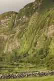 Ajardine com as cachoeiras em Faja grandioso, ilha de Flores Açores, Fotografia de Stock Royalty Free
