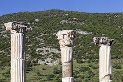 Ajardine com as colunas antigas em Ephesus, Turquia Imagens de Stock