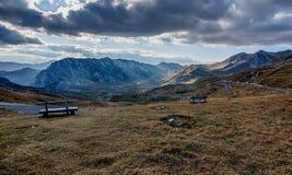 Ajardine com as montanhas no parque nacional Durmitor, Monteneg Fotografia de Stock Royalty Free