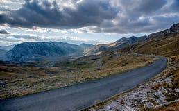Ajardine com as montanhas no parque nacional Durmitor, Monteneg Fotografia de Stock