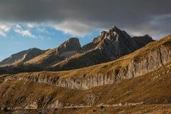 Ajardine com as montanhas no parque nacional Durmitor, Monteneg Foto de Stock