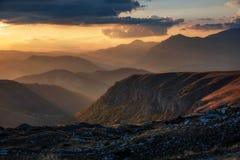 Ajardine com as montanhas no parque nacional Durmitor, Monteneg Imagens de Stock Royalty Free
