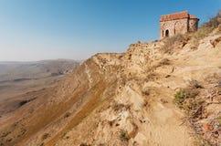 Ajardine com as montanhas rochosas perto de Christian Monastery de David Gareji em Geórgia Local do património mundial do Unesco Imagem de Stock