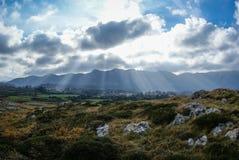Ajardine com as nuvens em Guadamia, Asturia y Cantábria, Espanha Fotografia de Stock Royalty Free