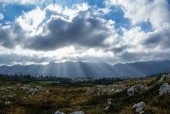 Ajardine com as nuvens em Guadamia, Asturia y Cantábria, Espanha Foto de Stock Royalty Free