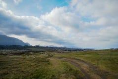 Ajardine com as nuvens em Guadamia, Asturia y Cantábria, Espanha Fotos de Stock Royalty Free
