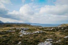 Ajardine com as nuvens em Guadamia, Asturia y Cantábria, Espanha Fotos de Stock