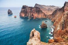 Ajardine com as rochas da ilha de Madeira, Portugal Foto de Stock Royalty Free