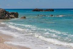Ajardine com as rochas em Megali Petra Beach, Lefkada, ilhas Ionian Fotografia de Stock