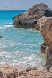 Ajardine com as rochas em Megali Petra Beach, Lefkada, ilhas Ionian Fotos de Stock