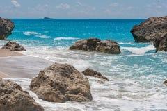 Ajardine com as rochas em Megali Petra Beach, Lefkada, ilhas Ionian Foto de Stock Royalty Free