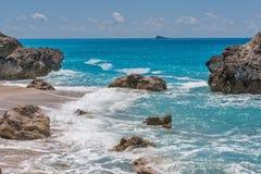 Ajardine com as rochas em Megali Petra Beach, Lefkada, ilhas Ionian Imagens de Stock