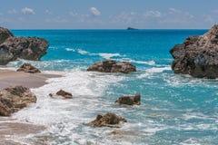 Ajardine com as rochas em Megali Petra Beach, Lefkada, ilhas Ionian Fotografia de Stock Royalty Free