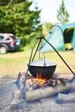 Ajardine com capmfire, potenciômetro, carro e barraca Imagem de Stock