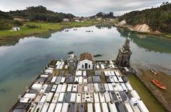 Ajardine com cemitério e rio em Barro, as Astúrias spain Imagens de Stock