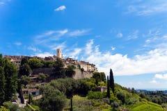 Ajardine com Cypress só, Pul do St., Provence Imagens de Stock Royalty Free
