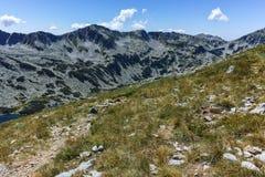 Ajardine com Dalgoto o lago longo, montanha de Pirin Imagem de Stock Royalty Free