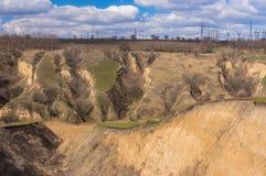 Ajardine com erosão do solo na estação de mola adiantada em Ucrânia Fotos de Stock