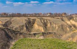 Ajardine com erosão do solo nos subúrbios da cidade de Dnepr, Ucrânia Imagens de Stock Royalty Free