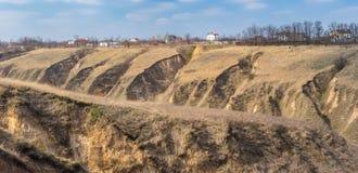 Ajardine com erosão do solo nos subúrbios da cidade de Dnepr, Ucrânia Foto de Stock Royalty Free
