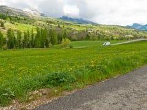 Ajardine com estrada Imagem de Stock