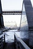 Ajardine com a estrada de ferro com trens, lote das vigas de aço no por do sol Foto de Stock Royalty Free