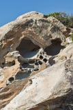 Ajardine com formações de rocha nos kolymbithres encalham, ilha de Paros, Grécia Imagem de Stock Royalty Free