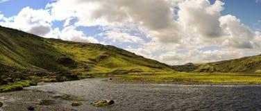 Ajardine com garganta de Eldgja e mola, Islândia sul Imagens de Stock